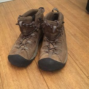 Keen hiking boots - gently used